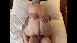 Chubby amateur cowgirl with a nice ass fucks passionately