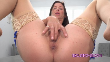 1111Customs 4k – Buxom cougar Alexis Fawx finger bangs her juicy pussy